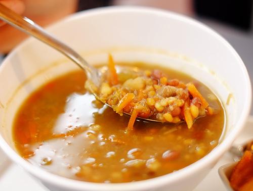 アルザスコルマール/1日目/午前中/旧市街地/屋内市場(追加で頼んだレンズ豆のスープ)