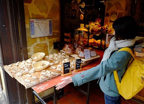 リヴォビレ/メインストリート/パン屋の巨大パン