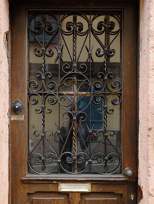 リヴォビレ/メインストリート/古いドア1