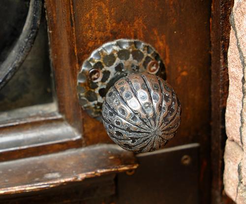 リヴォビレ/メインストリート/古いドア2