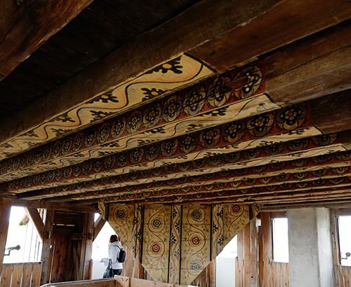 エコミュゼ/塔の中のてっぺんの天井の文様