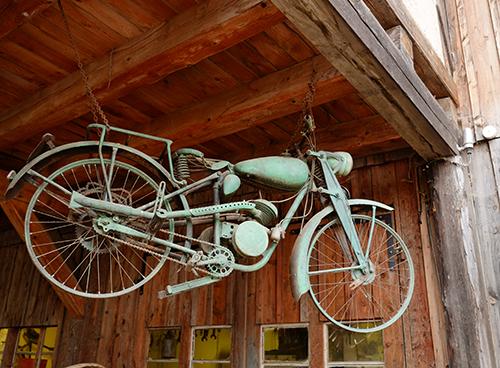 エコミュゼ/納屋のバイク1