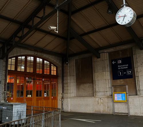 バーゼル駅/ホームエンドの税関ドア1