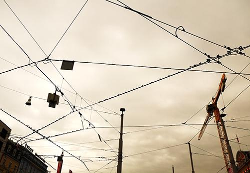 バーゼル駅前/路面電車の架線