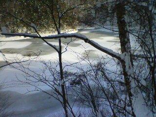 氷のみえる半月湖
