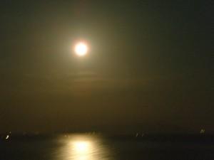 海に映る夕日