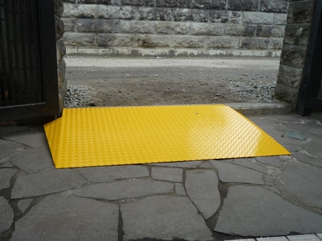 門スロープ(段差解消)工事後.JPG