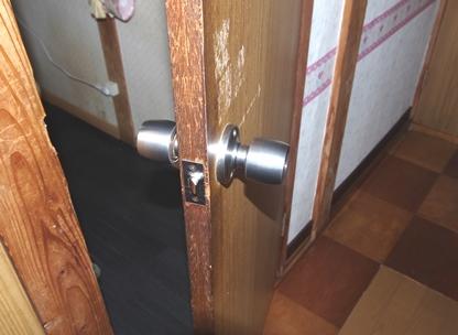 木製ドア ドアノブ.JPG
