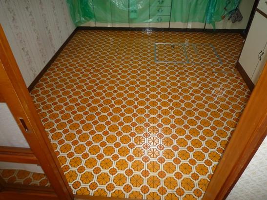 台所クッションフロア床補修前.JPG