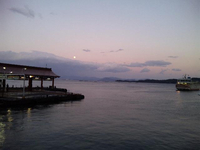 海と月.jpg