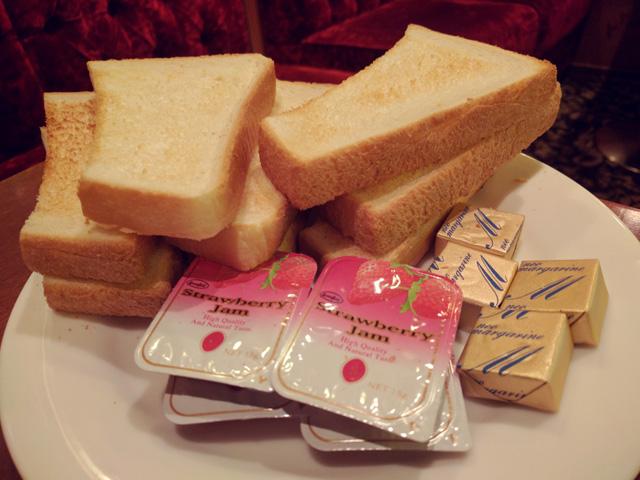 トースト食べ放題のモーニングセット