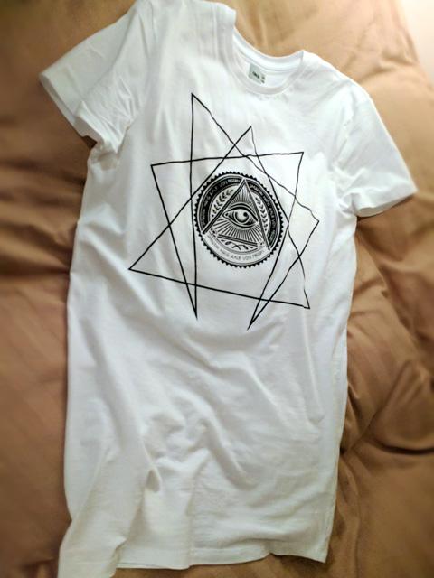 着丈の長いTシャツのコーディネート画像