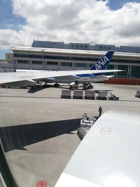 機内から見る那覇空港