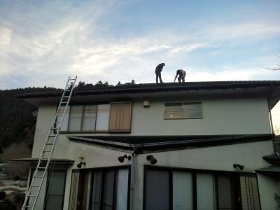 屋根の上の調査隊