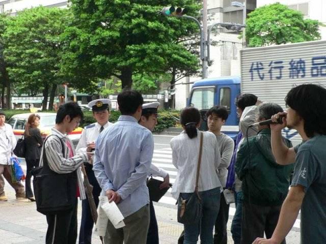 2006.5.6 「自由と生存のメーデー06」弾圧抗議ビラまき