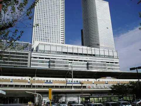 名古屋駅前。高層ビルも立ち並ぶ大都会!