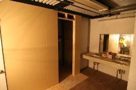 女子更衣室、シャワー室