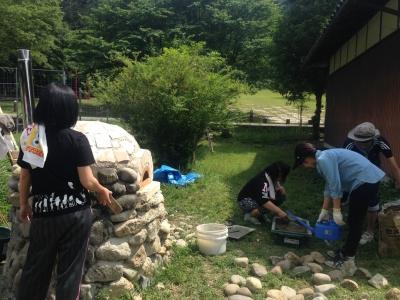 石窯作りイベント作業風景6月