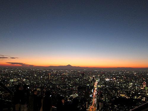 夕と夜の間の富士山