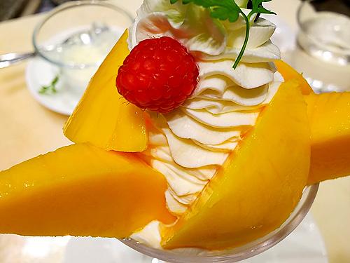季節のパフェ「宮崎産完熟マンゴーパフェ」