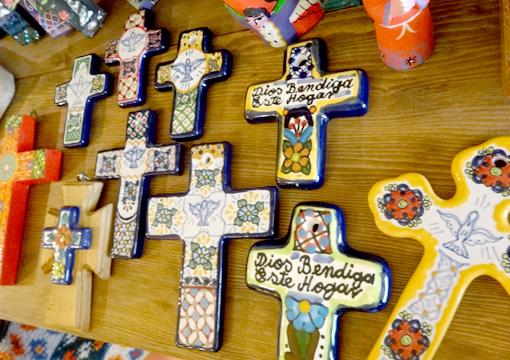 メキシコのタラベラ焼の十字架