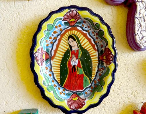 メキシコのタラベラ焼のマリア飾り皿