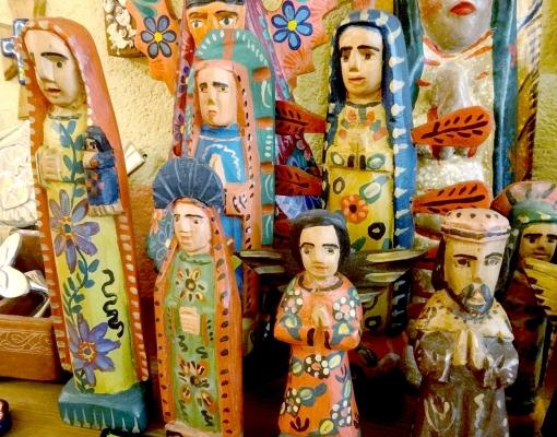 グアテマラ 木彫りの人形ウッドカービング