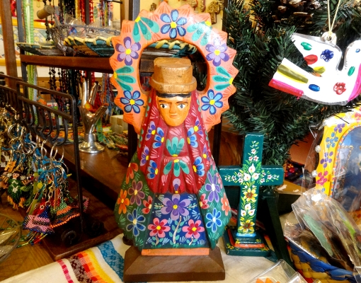 グアテマラ 木彫りウッドカービングのマリア様
