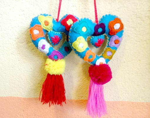 メキシコチアパスの刺繍ハート飾り