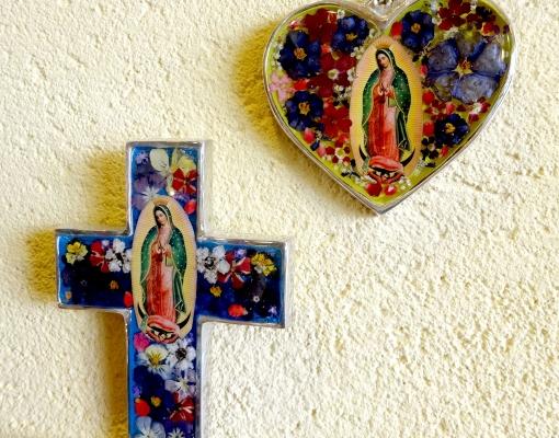 メキシコの生花が入った壁飾り