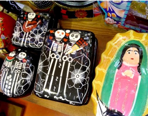 メキシコのガイコツやマリア様の陶器小物入れ