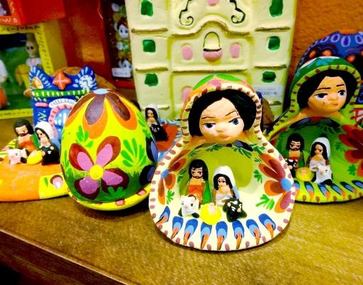 グアテマラのカラフルなキリスト誕生の置物