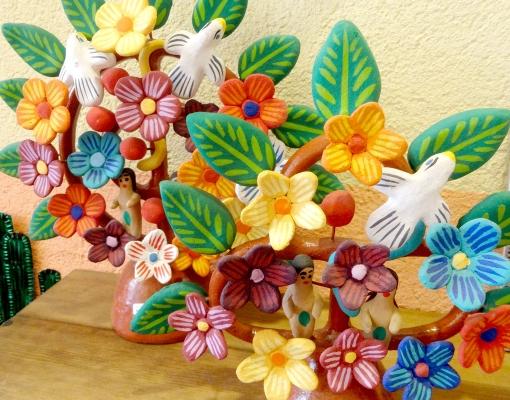 メキシコの工芸品「生命の樹」の置物