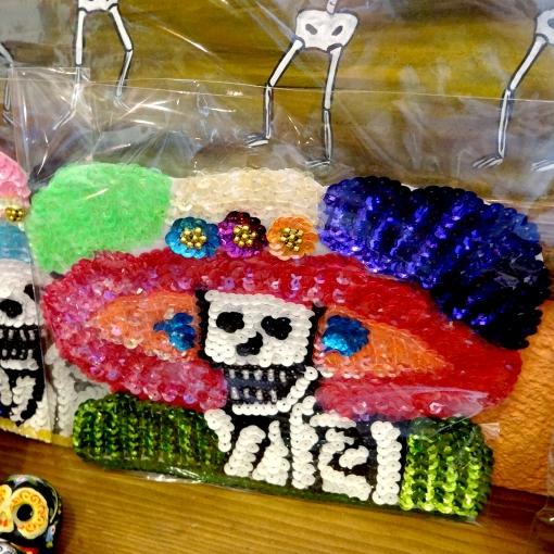 メキシコのガイコツカトリーナのスパンコール飾り
