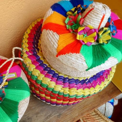 メキシコのソンブレロ型のカゴ