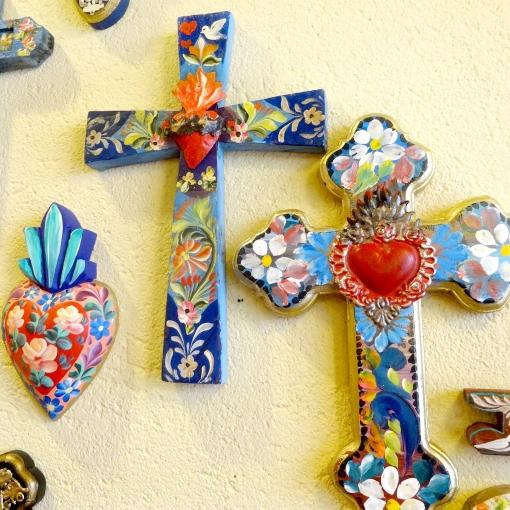 メキシコのハンドペイントの十字架など