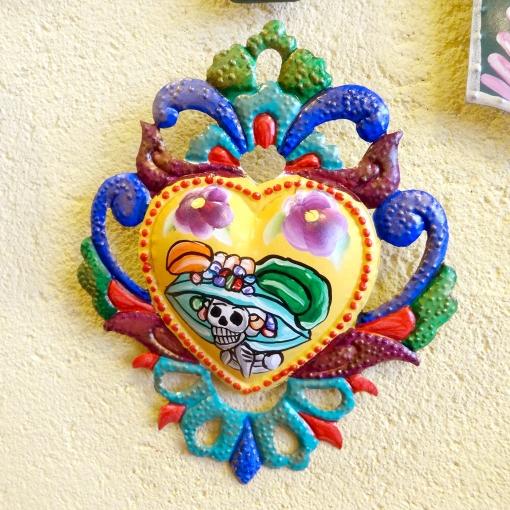 メキシコのガイコツカトリーナのブリキ飾り