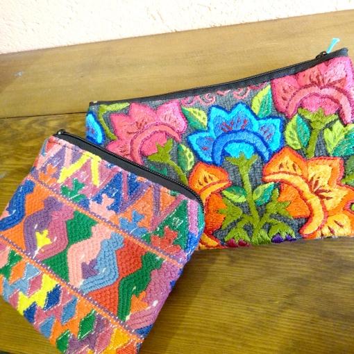 グアテマラのウィピル(民族衣装)の刺繍ポーチ