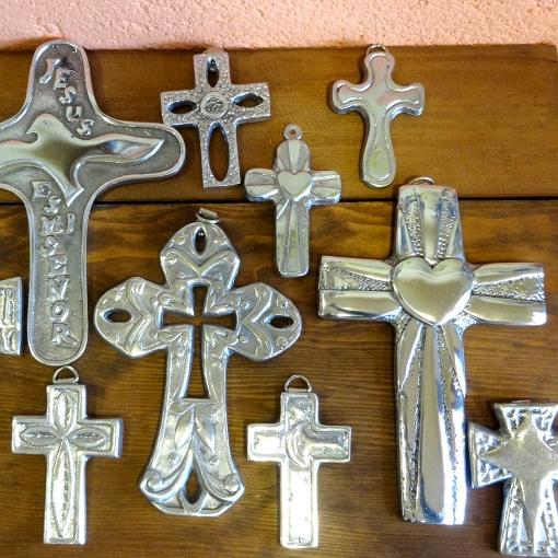 メキシコのピューターのシンプル十字架