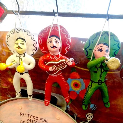 メキシコの音楽隊「マリアッチ」の陶器人形