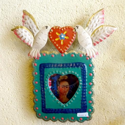 メキシコの有名画家フリーダ・カーロのブリキボッス