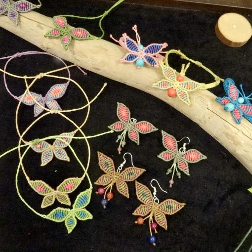 メキシコの蝶モチーフのマクラメアクセサリー