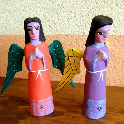 メキシコオアハカのウッドカービングの天使