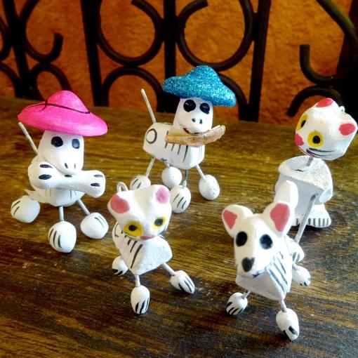 メキシコの犬猫のガイコツたち