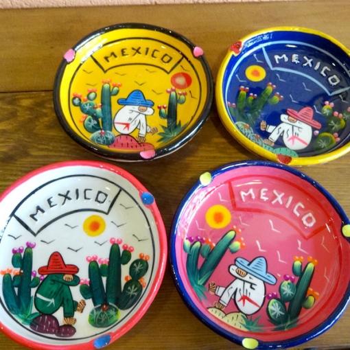 メキシコのカラフルなサボテンの灰皿