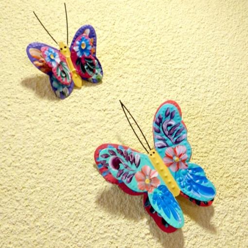 メキシコのフラワーペイントのブリキの蝶