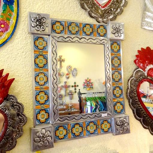 メキシコのタイルとブリキのミラー