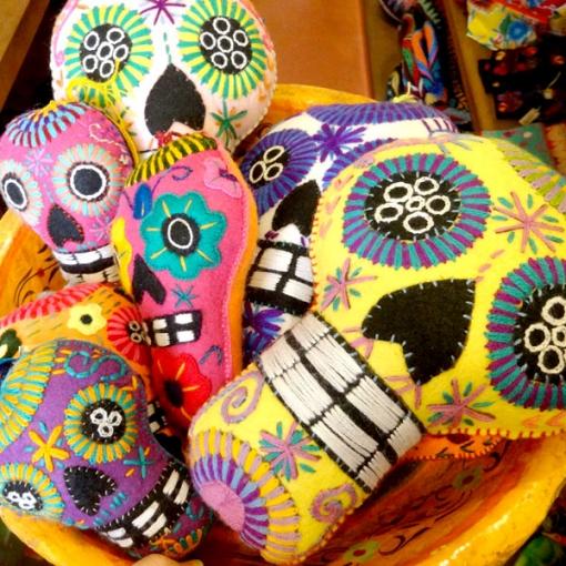 メキシコの刺繍のガイコツ