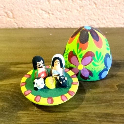 グアテマラのキリスト誕生タマゴ型置物