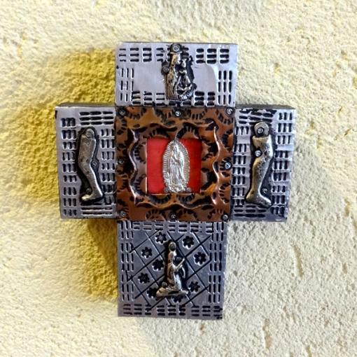 メキシコのミラグロのついたアルミの十字